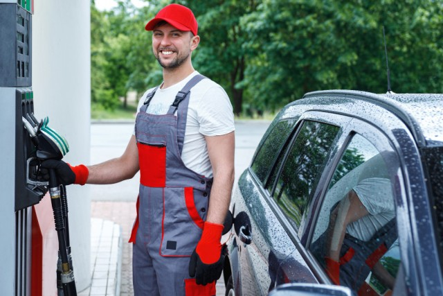 filling-station-attendant-with-fuel-nozzle-his-hands-filling-tank-clienta-s-car (1)